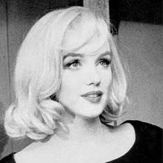Marilyn Monroe Decor, Marilyn Monroe Painting, Marilyn Monroe Portrait, Marilyn Monroe Quotes, Hollywood Actresses, Actors & Actresses, Madonna Costume, Imperfection Is Beauty, Norma Jeane