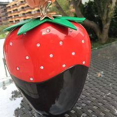 56.00$  Watch here - http://alifh3.worldwells.pw/go.php?t=32780052775 - Women with Acrylic Diamond Women's Handbags Women's Evening Clutch Fruit Shape Strawberry Bags Mini Bags Wallets Mobile Phone Ba 56.00$