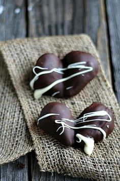 Chocolate Covered Strawberry Hearts by Heather's French Press plus 15 SINFULLY Sweet Valentine's Day Desserts #ValentinesDay