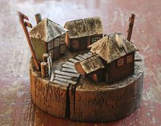 No photo description available. Clay Houses, Ceramic Houses, Miniature Houses, Wooden Houses, Driftwood Projects, Driftwood Art, Beach Crafts, Home Crafts, Small Wooden House