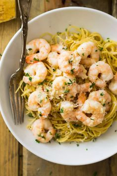 This Skinny Shrimp Scampi is lighter on calories but not on flavor! Healthy Shrimp Scampi, Shrimp Scampi Pasta, Weight Watchers Shrimp, Weight Watchers Meals, Weight Watcher Shrimp Scampi Recipe, No Calorie Foods, Low Calorie Recipes, Healthy Recipes, Seafood Recipes