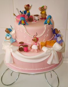 Next year's birthday cake?? too cute to eat! So Cute, know some little girls who would love this