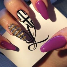 Purple stiletto nails w. Ditch that ring finger accent nail. Sexy Nails, Dope Nails, Fancy Nails, Trendy Nails, Nail Design Stiletto, Stiletto Nails, Fabulous Nails, Gorgeous Nails, French Nails Glitter