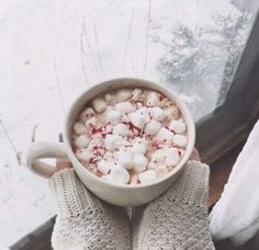 Peppermint hot chocolate with marshmallows. You're not so bad, winter.
