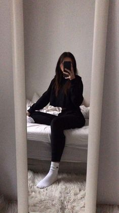 Cute Poses For Pictures, Cool Girl Pictures, Girl Photos, Fake Pictures, Lazy Outfits, Teen Fashion Outfits, Cute Casual Outfits, Girl Fashion, Girl Photo Poses