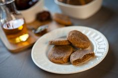 Honey Ginger Almond Date Cookies from keepinitkind.com Using almond flour, these delicious cookies combine delicious sweet flavors for a great healthy indulgence.