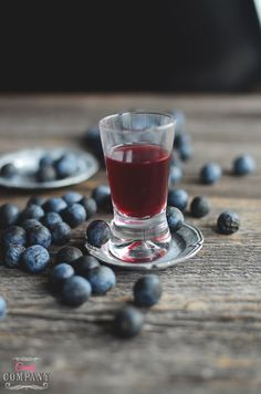 Make homemade sloe gin, perfect for drinks or cocktails and for baking too! Easy Drink Recipes, Best Cocktail Recipes, Punch Recipes, Fun Cocktails, Party Drinks, Candy Companies, Gin, Delicious Desserts, Smoothies