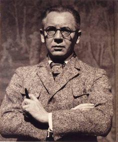 Hugo Erfurth (* 14. Oktober 1874 in Halle (Saale); † 14. Februar 1948 in Gaienhofen) war ein deutscher Fotograf. Er gilt als einer der bedeutendsten Porträtfotografen seiner Zeit. Selbstportrait, um 1930