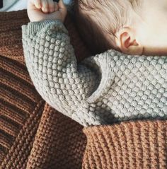 Warm and cosy! Merci @repose.ams #reposeams #winterblanket #knitknitknit #endlichwarmefüße #lieblingsfarben #lieblingsmensch