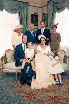 The photo celebrating the little Cambridge were taken at Clarence House by celebrity photographer Matt Holyoak. See Prince William, Kate Middleton, Prince George, Princess Charlotte and more. Royal Family Portrait, Family Portraits, Family Photos, Royal Family Pictures, Duchess Of Cornwall, Duchess Of Cambridge, Kate Middleton Family, Christening Photos, Herzogin Von Cambridge