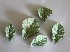 Making corrugated paper flower leaves ::: elle-craft - work with style!