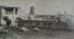 Exterior del Convento de Churubusco, en este sitio estuvo uno de tantos monumentos del sanguinario rito de Huichilobos. El lugar se llamaba primitivamente,  Huitzilopochco, o lugar de Huitzilopochtli. Degenerado el nombre con el tiempo a Coholopochco, Ocholopusco, Ochorebusco y a mediados del siglo XVIII ya habia adoptado el nombre de Churubusco. Ahi habito en algun momento Fray Martin de Valencia y Motolinia.