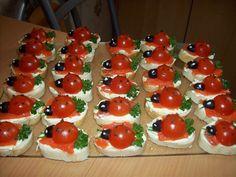 Закуску канапе Божьи коровки принято  готовить к праздничному столу или на новый год  так как оно очень нарядно и красиво выглядит, к  тому же его очень быстро готовить.