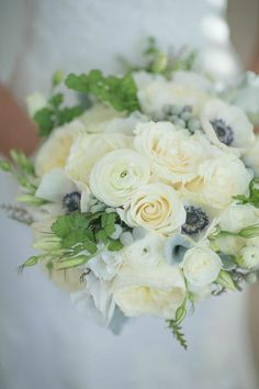 Beautiful Rhode Island Wedding from Jenny Moloney Photography. To see more: http://www.modwedding.com/2014/09/13/beautiful-rhode-island-wedding-jenny-moloney-photography/ #wedding #weddings #bridal_bouquet