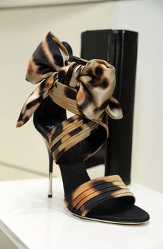 The pattern in heels lets me keep the accessories in the jewelry box. The shoes will be the showstoppers for the night :) Giuseppe Zanotti Cute Shoes, Me Too Shoes, Animal Print High Heels, Shoes 2018, Giuseppe Zanotti Heels, Mode Inspiration, Crazy Shoes, Beautiful Shoes, Designer Shoes