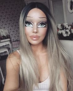 Are you looking for ideas for your Halloween make-up? Browse around this site for creepy Halloween makeup looks. Makeup Clown, Bratz Doll Makeup, Creepy Halloween Makeup, Halloween Looks, Costume Makeup, Cartoon Makeup, Halloween Halloween, Barbie Make-up, Maske Halloween