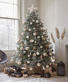 Christmas tree trends – the most fashionable ways to dress the tree