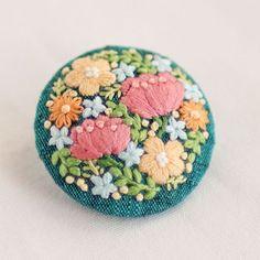 * . Flower brooch . . #刺繍#手刺繍#ステッチ#手芸#embroidery#handembroidery#stitching#needlework#자수#broderie#bordado#вишивка#stickerei