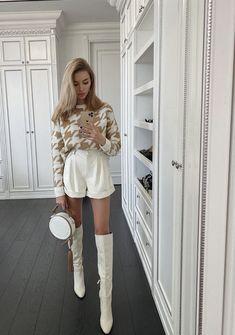 Épinglé sur c clothes/others Zara Fashion, Fashion Week, Fashion 2020, Fashion Looks, Chic Outfits, Trendy Outfits, Fashion Outfits, Fashion Clothes, Holiday Outfits