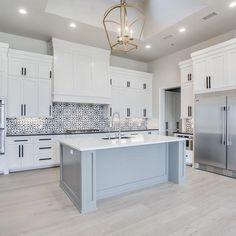 Stunning white kitchen cabinet decor for 2020 design ideas 25 Home Decor Kitchen, Interior Design Kitchen, Diy Kitchen, Kitchen Modern, Kitchen Grey, Modern Kitchen White Cabinets, Soapstone Kitchen, Gray And White Kitchen, Kitchen Tile