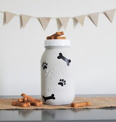 Mason Jar dog treat jar treat container dog lover by GlitterChicCo - Tap the pin for the most adorable pawtastic fur baby apparel! You'll love the dog clothes and cat clothes! Pot Mason, Mason Jar Gifts, Mason Jar Diy, Dog Treat Container, Dog Treat Jar, Mason Jar Projects, Diy Dog Treats, Jar Art, Dog Crafts