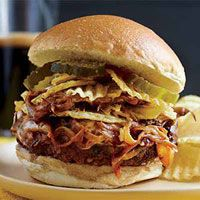 All-time favorite Rachael Ray burger is the French Onion Dip Burger. Burger Recipes, Beef Recipes, Cooking Recipes, Lunch Recipes, Burger Ideas, Hamburgers, Cheeseburgers, Pulled Pork Burger, Beef Burgers