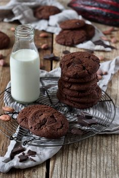 Schoko Cookies Rezept - Diese leckeren Schoko Cookies einfach und schnell gemacht. // Chocolate Cookies Recipe - This easy recipe makes chewy and delicious chocolate cookies that taste like brownies. // Sweets & Lifestyle®️  #schokocookies #cookies #rezept #einfach #schnell #chocolatecookies #recipe #easy #sweetsandlifestyle