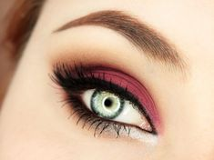 Gorgeous look for green eyes for a party or a date night. You can change the burgundy colour all over [...]