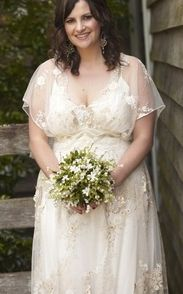 Claire Pettibone plus size wedding dress.  I love how feminine and romantic this dress is.