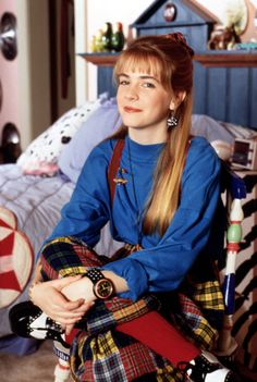 As gals, we grew up watching Melissa Joan Hart as Clarissa Darling on Clarissa Explains It All — and totally envying her style. Clarissa Explains It All, 90s Tv Shows, Melissa Joan Hart, Plaid Pants, 90s Kids, 80s Fashion, Fashion Outfits, Fashion Trends, Queen