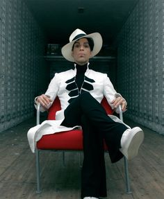 Collector Of Quality And Rare Photos Of Prince Rogers Nelson Prince Images, Photos Of Prince, Princes Fashion, Prince Paisley Park, Sign O' The Times, The Artist Prince, Why I Love Him, Vintage Black Glamour, Smart Outfit