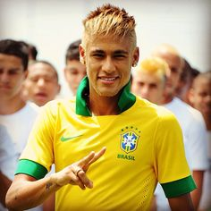 Looking for a game change ? What about Neymar's blond look !