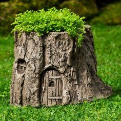 A tree stump in a garden usually doesn't look good. You can't get rid of a tree stump because it has deep roots in the soil. So, it is better to make a tree stump planter instead of removing it. Fairy Garden Plants, Fairy Garden Houses, Garden Trees, Garden Art, Garden Design, Fairy Gardens, Fairies Garden, Miniature Gardens, Garden Gnomes