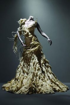 alexander mcqueen wedding dresses 2011 inspiration from the savage beauty exhibition at The Costume Institute of the Metropolitan Museum of Art, New York -- Alexander McQueen Wedding Dress Inspiration from the Savage Beauty Exhibition Cl Fashion, Image Fashion, Look Fashion, Fashion Design, Dress Fashion, Alexander Mcqueen Wedding Dresses, Vogue, Alexandre Mcqueen, Fashion Editorials