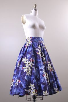 1950s full skirt / hawaiian tropical Kamehameha