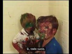 Le Gana la Risa a Papa mientras regaña a sus hijos - YouTube