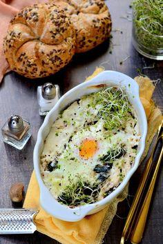 Fetás tejfölben sült tojás - Kifőztük Feta, Hummus, Mashed Potatoes, Gluten, Breakfast, Ethnic Recipes, Yogurt, Whipped Potatoes, Morning Coffee