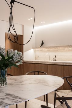 VC House by Dieter Vander Velpen Architects. (Photo by Patricia Goijens) Kitchen And Bath Design, Interior Design Kitchen, Kitchen Furniture, Furniture Design, Furniture Layout, Cheap Furniture, Kitchen Dining, Country Look, Chicago Furniture