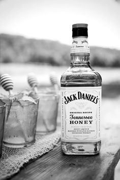 Jack Daniels Tennessee honey alcohol drinks outdoors country whiskey I love this kind Jack Daniels Honey, Absolut Vodka, Smirnoff, Tennessee Honey Whiskey, Honey Bourbon, Bourbon Whiskey, Whiskey Bottle, Vodka Bottle, Big Bottle