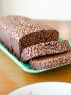 Eu amo bolo de cenoura, Joaquim ama todo e qualquer tipo de bolo, mas bolo com cobertura fica difícil levar na lancheira escolar, então estamos experimentando novas formas como este bolo de cenoura com chocolate na massa. O bolo ficou saboroso, a textura única do bolo de cenoura, e o sabor do...