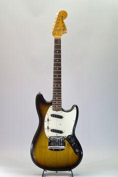 1975 Fender Mustang Guitar Pics, Guitar Amp, Cool Guitar, Acoustic Guitar, Rare Guitars, Fender Guitars, Vintage Guitars, Fender Usa, Fender Mustang Guitar