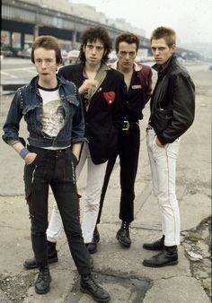 Drummer Nicky 'Topper' Headon, guitarist Mick Jones, singer Joe Strummer (1952 - 2002) and bassist Paul Simonon of British punk group The Clash in New York in 1978. (Photo by Michael Putland/Getty Images)