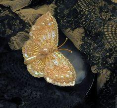 """Купить Брошь бабочка """"Перламутровый рассвет"""" - комбинированный, брошь бабочка, вышитые украшения, вышивка ручная"""