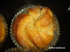 Betty's Cuisine: Bullar –Τσουρεκάκια εκ Σουηδίας! My Cookbook, Bread Cake, Christmas Sweets, Greek Recipes, Holiday Baking, Sweet Bread, Love Is Sweet, Cinnamon Rolls, Food And Drink