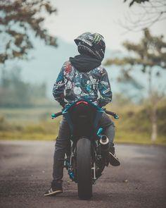 Nur der Mann, der in der Wahrheit ist, ist ein freier Mann. 📸 Mark Sthein… Only the man who is in the truth is a free man.i … – street bike crotchrocket motorcycle shoot – Motocross, Biker Photoshoot, Cbr 250 Rr, Duke Bike, Ktm Duke, Yamaha Bikes, Motorcycles, Sv 650, Bike Pic
