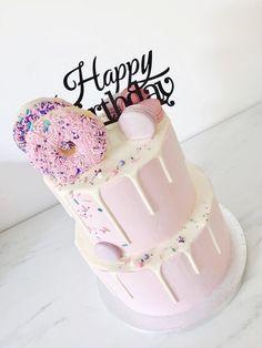 cakes, pie's, etc…. Donut Party, Donut Birthday Parties, Adult Birthday Cakes, 30th Birthday, Bolo Tumblr, Cake Cookies, Cupcake Cakes, Doughnut Cake, Delicious Donuts