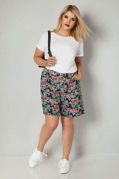 66f0f916c944d Yours Clothing Women s Plus Size Tropical Print Shorts