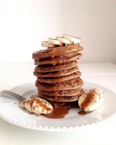 Des pancakes à la farine de sarrasin, légers, sains et gourmands. Vegan, sans gluten, sans lactose et sans sucre ajouté !