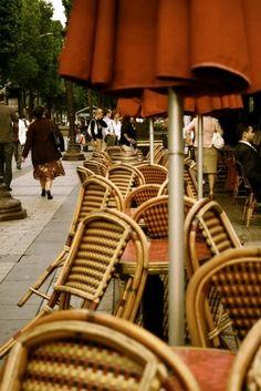 sidewalk cafes in paris