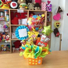 ✨❣️ Sucker Bouquet, Office Birthday Decorations, Candy Bar Bouquet, Goodie Basket, Balloon Box, Birthday Bouquet, Easy Diy Gifts, Friend Birthday Gifts, Candy Gifts